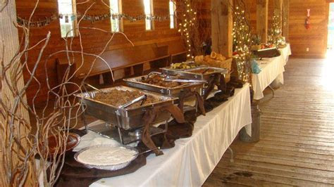 Pulled pork and BBQ food for a barn wedding (by Lagana