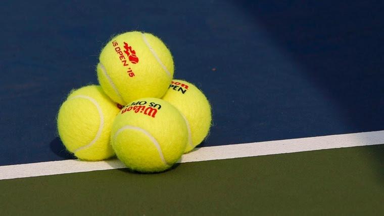 Des balles de tennis.