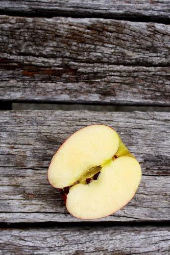 Solo sliced apple RAW