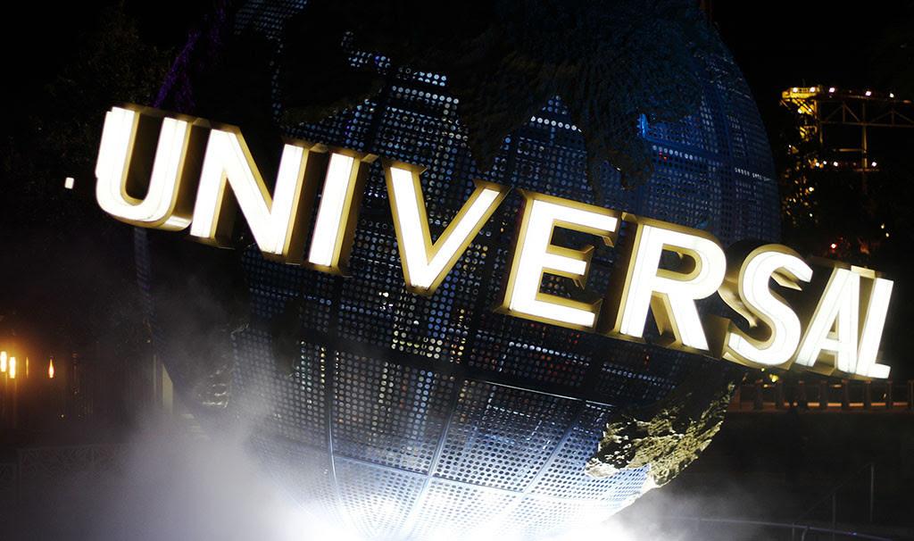 O famoso globo giratório da Universal, perto da entrada do parque Universal Studios