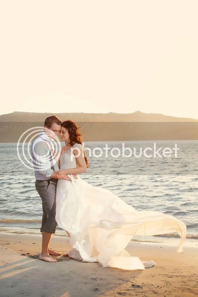 http://i892.photobucket.com/albums/ac125/lovemademedoit/ML_beachtrashthedress_001.jpg?t=1300698249