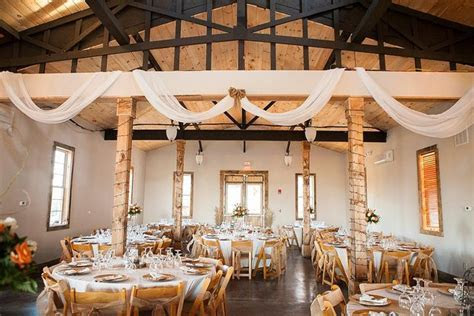 White Oaks Barn   Dahlonega, GA Wedding Venue