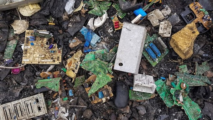 The World's Electronic Waste This Year Will Weigh More Than the Great Wall of China