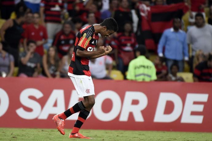 Gabriel comemora gol Flamengo x Chapecoense (Foto: André Durão/GloboEsporte.com)
