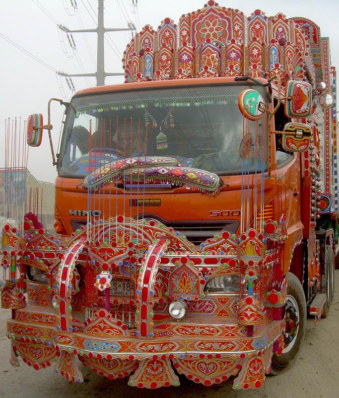 Arte dos coloridos caminhões paquistaneses 07