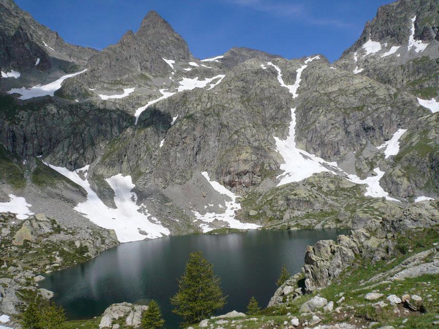 Panorami liguri tra il mare, a Sud, e i rilievi delle Alpi Marittime e dell'Appennino ligure, a Nord (quarta parte).