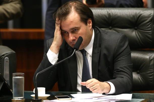 OAB diz que Rodrigo Maia 'atrasa a vida do País e agrava a crise'
