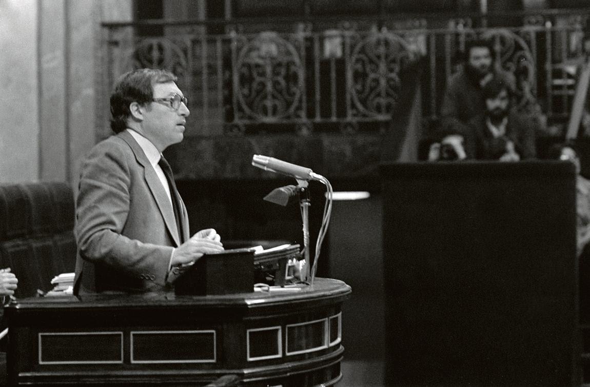Jordi Solé Tura durante una intervención parlamentaria en 1979