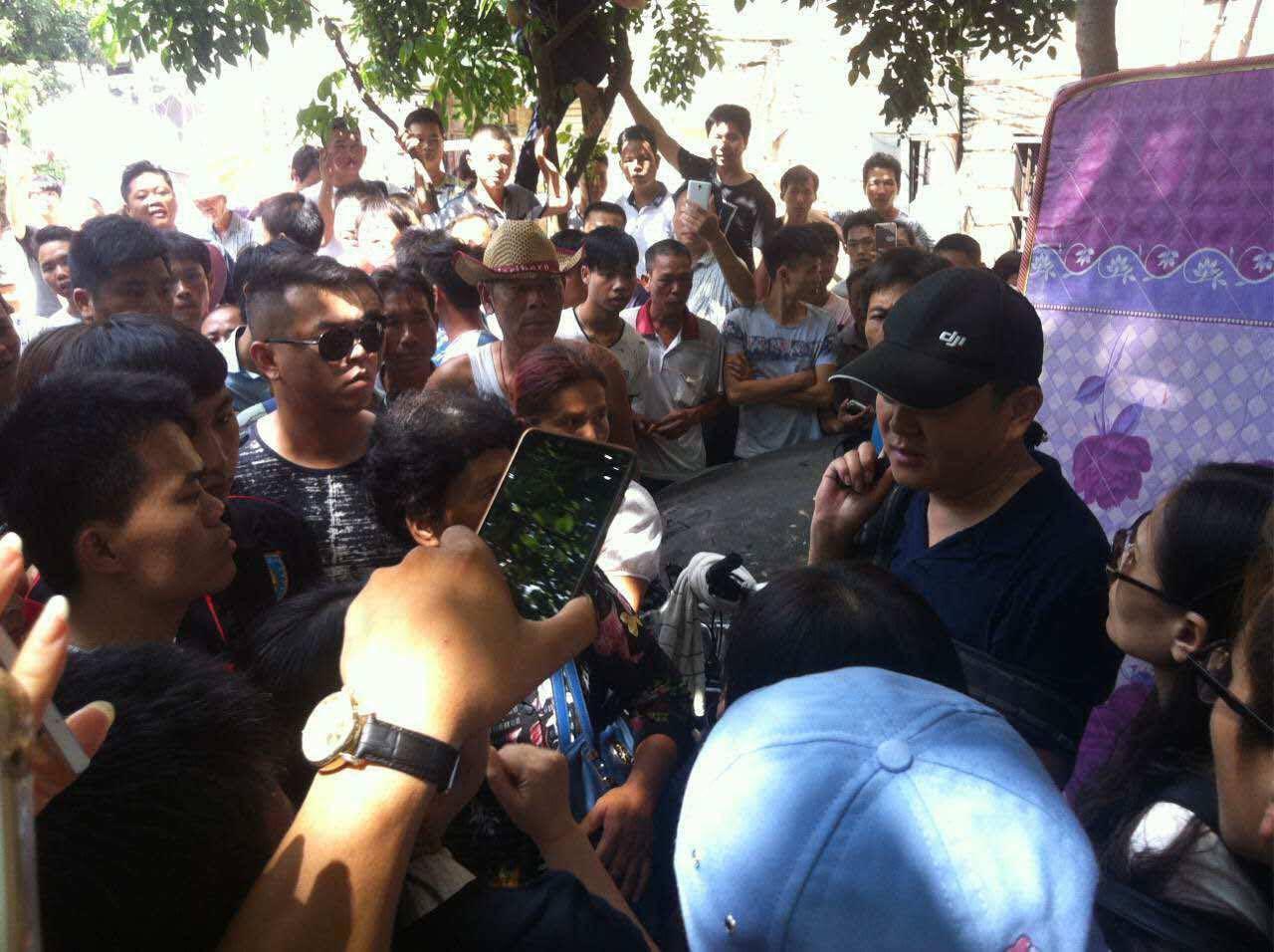 有人阻礙市民拍攝(騰訊拍客圖片)