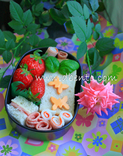 Sandwich and strawberi bento