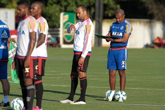 Cristóvão Borges treina equipe do Fla para sua estreia no domingo (Foto: Gilvan de Souza / Flamengo)