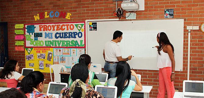Cali completa 213 aulas tecnológicas Tit@ oficiales, provistas y en funcionamiento