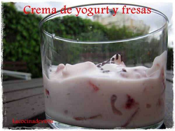 crema de yugurt y fresas