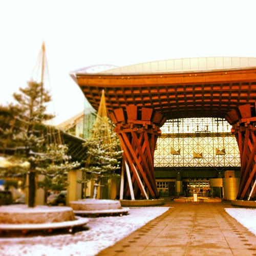 I sure didn't expect the snow, or the fact that Kanazawa station would look so marvelous.