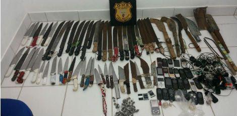No total, foram encontradas 62 armas brancas. / Foto: Divulgação/Seres