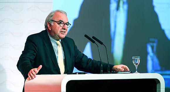 Uwe Beckmeyer, Staatssekretär im BMWi, am Rednerpult.