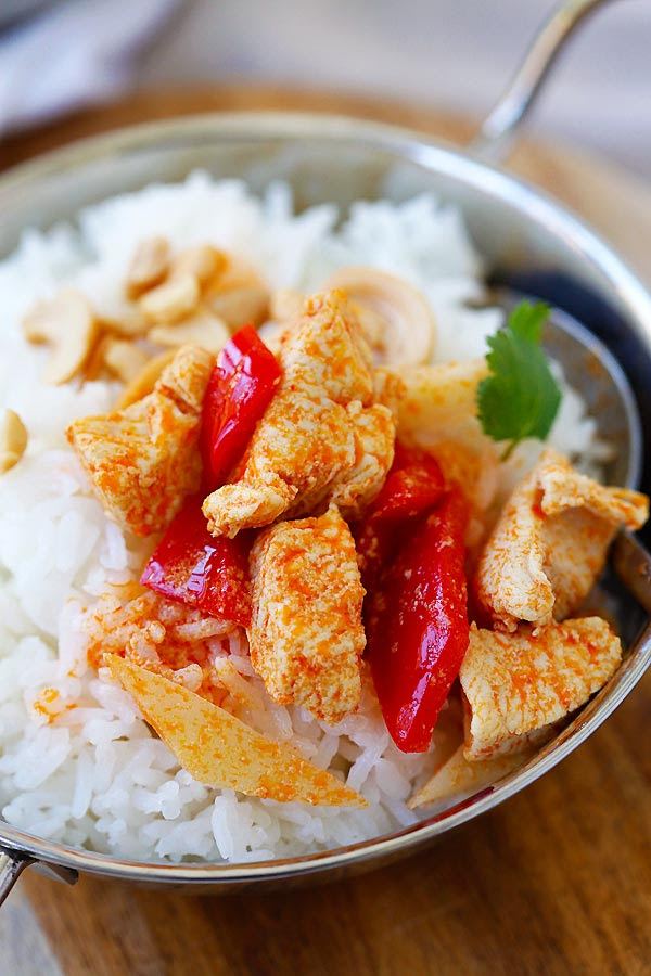 Thai Chicken Curry - homemade Thai chicken curry is SO easy to make with simple ingredients. It's a zillion time better and healthier than takeout! | rasamalaysia.com