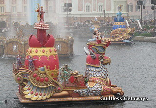 disneysea-water-parade.jpg