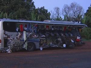Pelo menos 30 pessoas ficaram feridas (Foto: Reprodução / TV TEM)