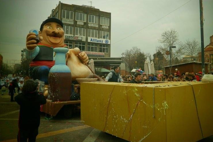 Στους δρόμους της Ξάνθης ξεχύθηκαν το μεσημέρι της Κυριακής χιλιάδες καρναβαλιστές