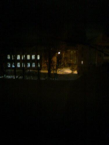 А из нашего окна темнота одна видна