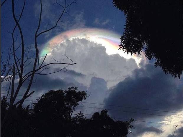 Sebuah gugusan awan berwarna warni yang menakjubkan muncul di langir  Costarika Heboh Penampakan Awan Warna-Warni di Kostarika