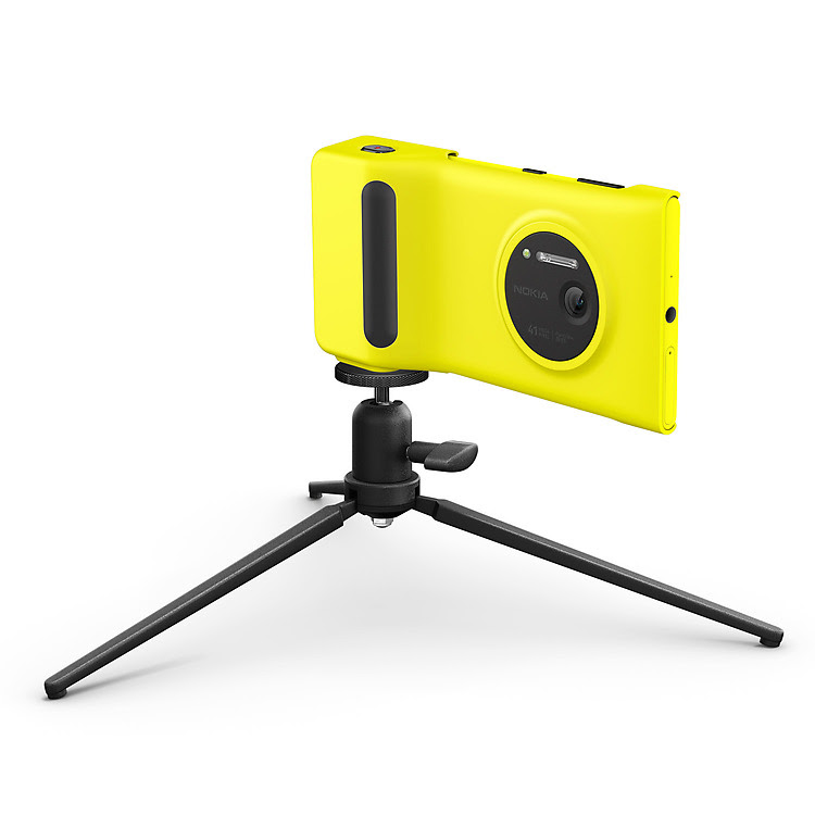 Camera-Grip-for-Nokia-Lumia-1020-with-tripod-jpg.jpg