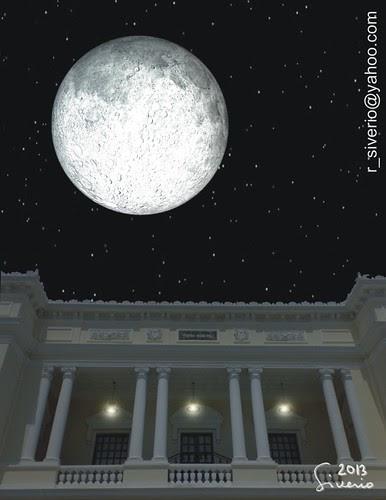 La Luna desde el Teatro Municipal 2. 10:00 pm by Niño Jesús