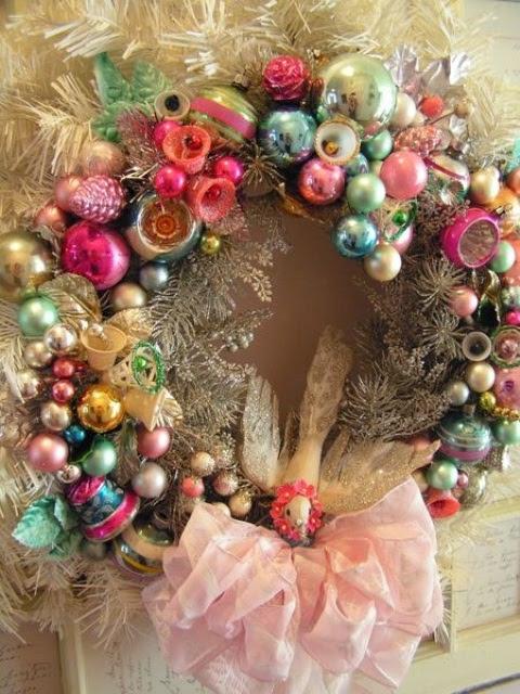 54 Colorful Christmas Inspiring Decor Ideas - 45 - Pelfind