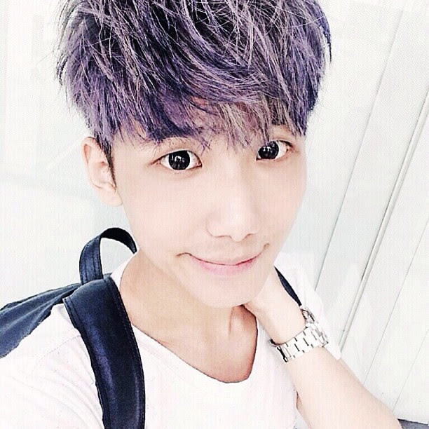 typicalben deep blue hair selca