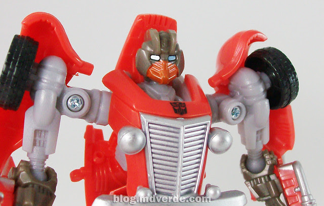 Transformers Hubcap Hunt for the Decepticons Scout - modo robot