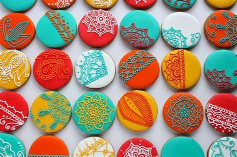 Sugar Bea's Blog: Henna inspired Christmas Cookies {for