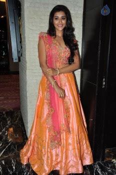Pooja Jhaveri Photos - 14 of 42