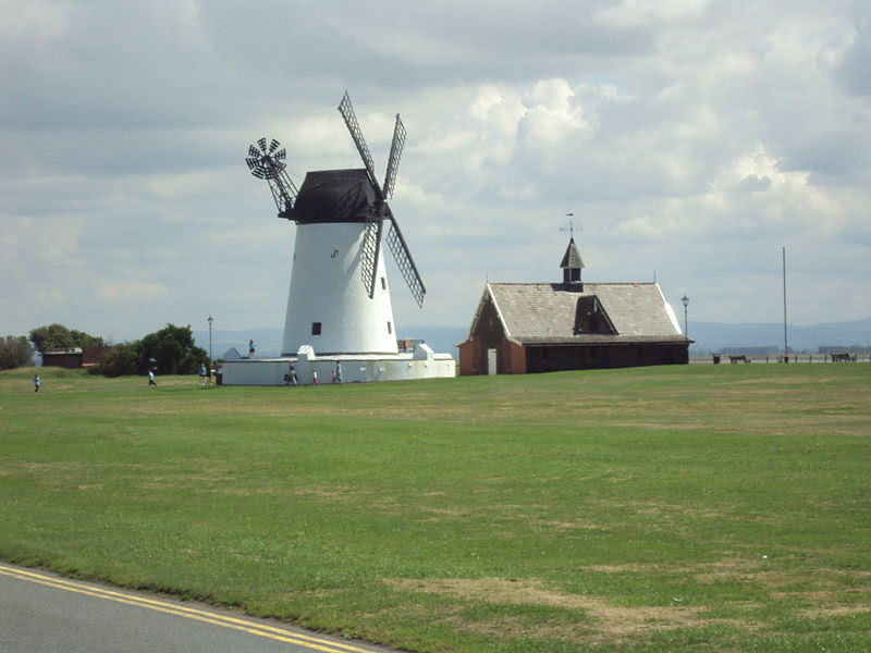 File:Windmill, Lytham - DSC07143.JPG