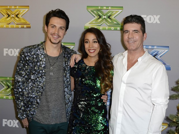 Alex e Sierra com Simon Cowell em festa do 'The X Factor' em Los Angeles, nos Estados Unidos (Foto: Kevork Djansezian/ Reuters)