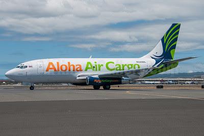 Aloha Air Cargo Boeing 737-232 (F) N320DL (msn 23092) HNL (Ivan K. Nishimura). Image: 913489.