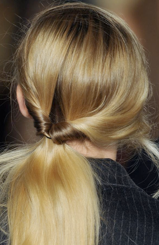 LE FASHION BLOG BEAUTY HAIR LOOPED PONYTAIL ANTONIO MARRAS FW 2013 TOPSY TAIL 90S HAIR LOOP PONYTAIL ROMANTIC EASY HAIR DO WITH NO TIME LOW PONYTAIL HAIR INSPIRATION