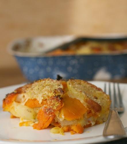 parmigiana di zucca, patatee scamorza affumicata