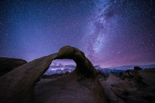 Mobius Arch, CA at night with bonus Mt. Whitney! [OC] [7360 x 4907]