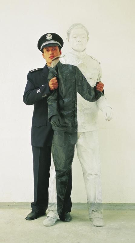 liu bolin de arte de alta resolución se esconden en la pintura de camuflaje china de la ciudad (3)