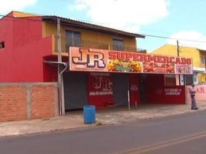 Dupla fica ferida ao tentar roubar supermercado de Campinas (Foto: Edvaldo de Souza/ EPTV)