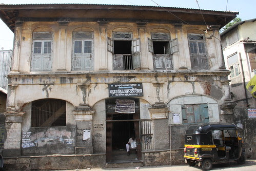Bazar Road Marathi School by firoze shakir photographerno1