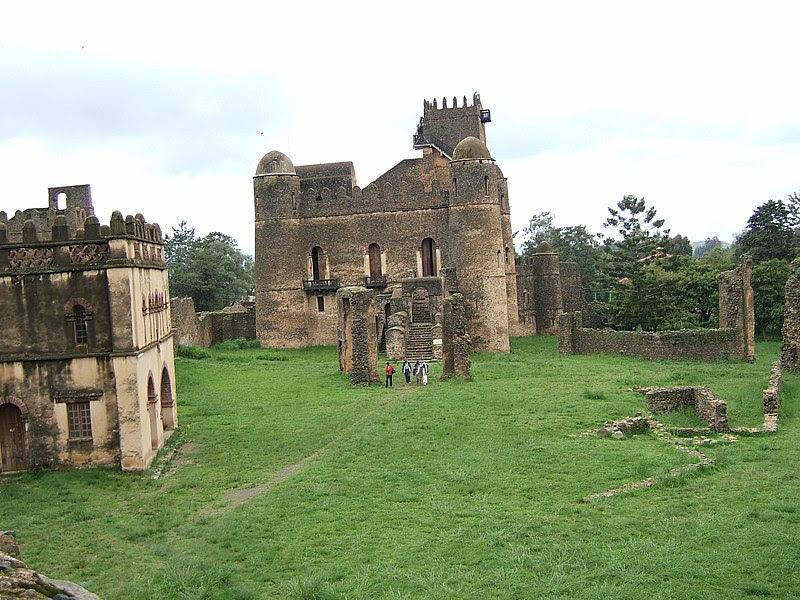 Archivo:Fasilidas' palace, Gonder, Ethiopia 04.jpg