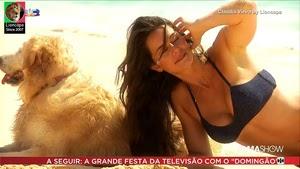 Claudia Vieira sensual em sessão fotográfica no Famashow