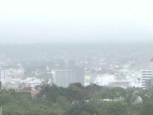 Coberto de neblina, aeroporto de Vitória da Conquista fecha por 1h30  (Foto: Reprodução/TV Bahia)