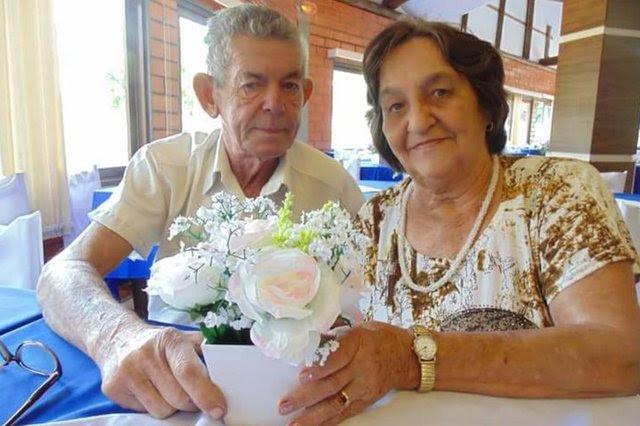 O mecânico Arno Guido Stoepcke, 73 anos, e a dona de casa Carmen Stoepcke, 75, viveram juntos nos últimos 55 anos e foram sepultados no mesmo dia, em Blumenau