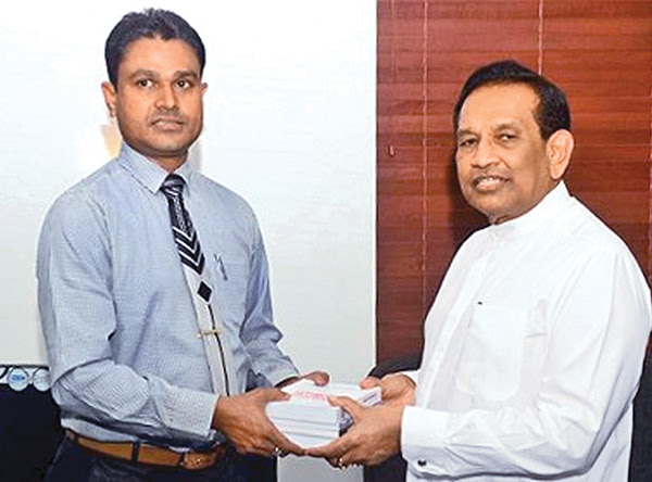 Medical books presented to Health Minister