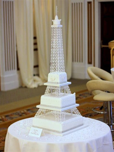 30 WOW Wedding Cakes for 2015   weddingsonline