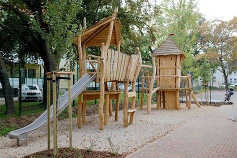 hochwertige kreative naturholzspielplaetze  natuerlicher