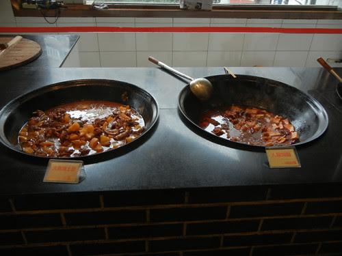 DSCN0148 _ Restaurant, Shenyang, September 2013